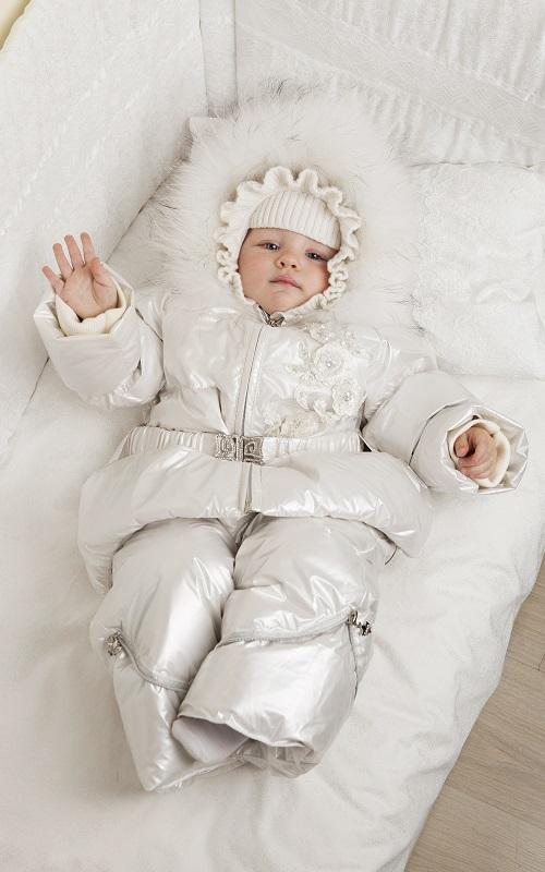 Prima plimbare – cum îmbrăcăm bebelușul pe frig