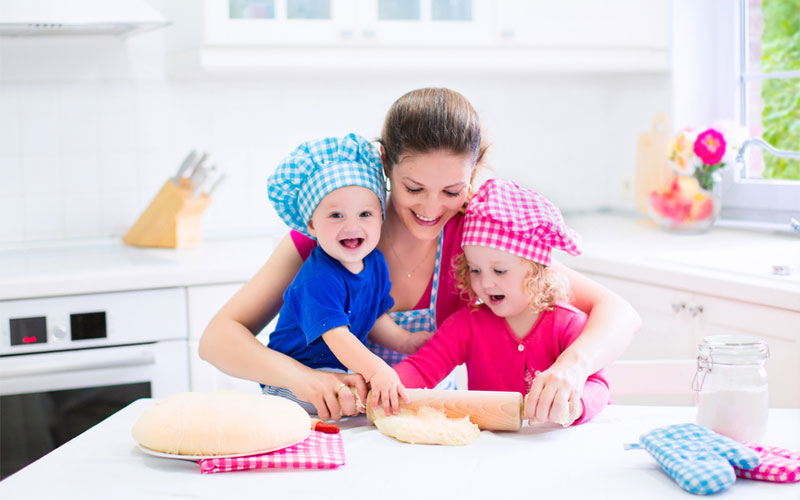 Cum să-i obișnuiești pe copii să mănânce sănătos