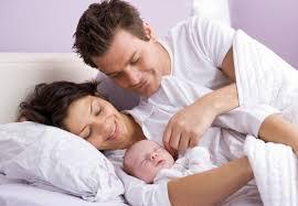 Tot ce trebuie să știi despre riscul de a împărți patul cu bebelușul tău