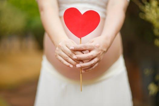 Importanța calciului în timpul sarcinii: sugestii utile viitoarelor mămici!