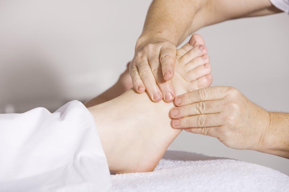 De ce se umflă picioarele în timpul sarcinii?