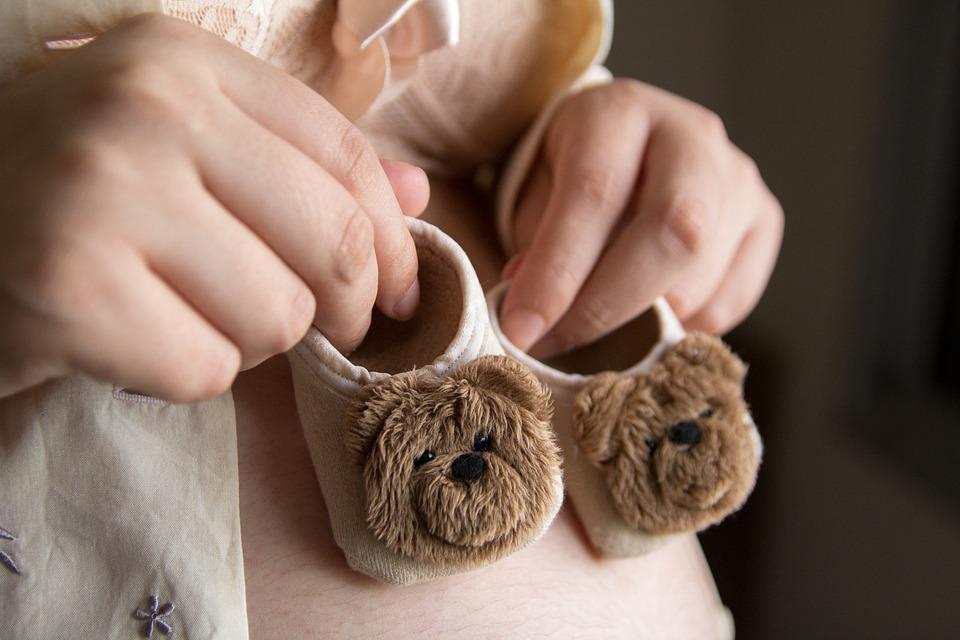 4 efecte POZITIVE pe care le simți dacă bei ceai de mușețel în timpul sarcinii!