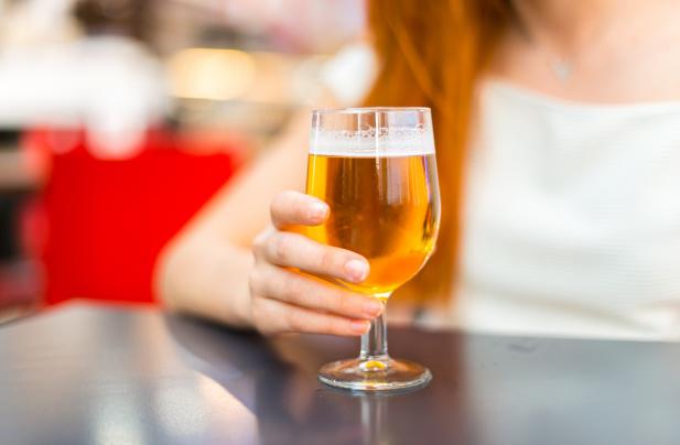 Afla aici daca poti consuma bere in timpul alaptarii!