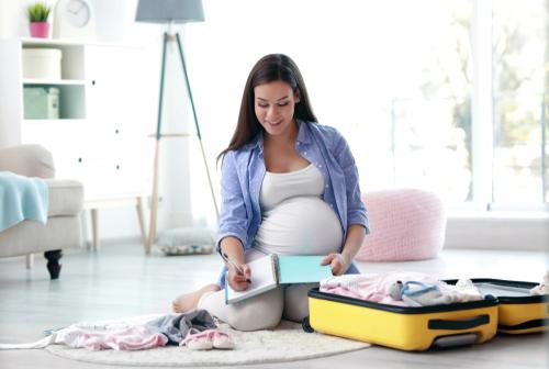 Cum arată bagajul de maternitate ideal și ce se schimbă când recoltezi celule stem